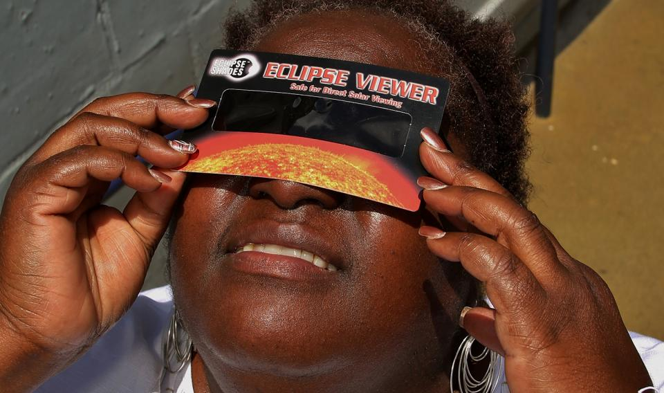 A Visitor to The Franklin Institute demonstrates proper solar viewing protocols